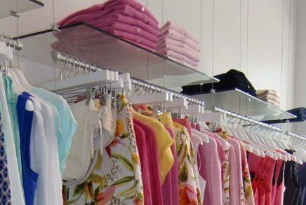 מתקני תצוגה לחנויות בגדים