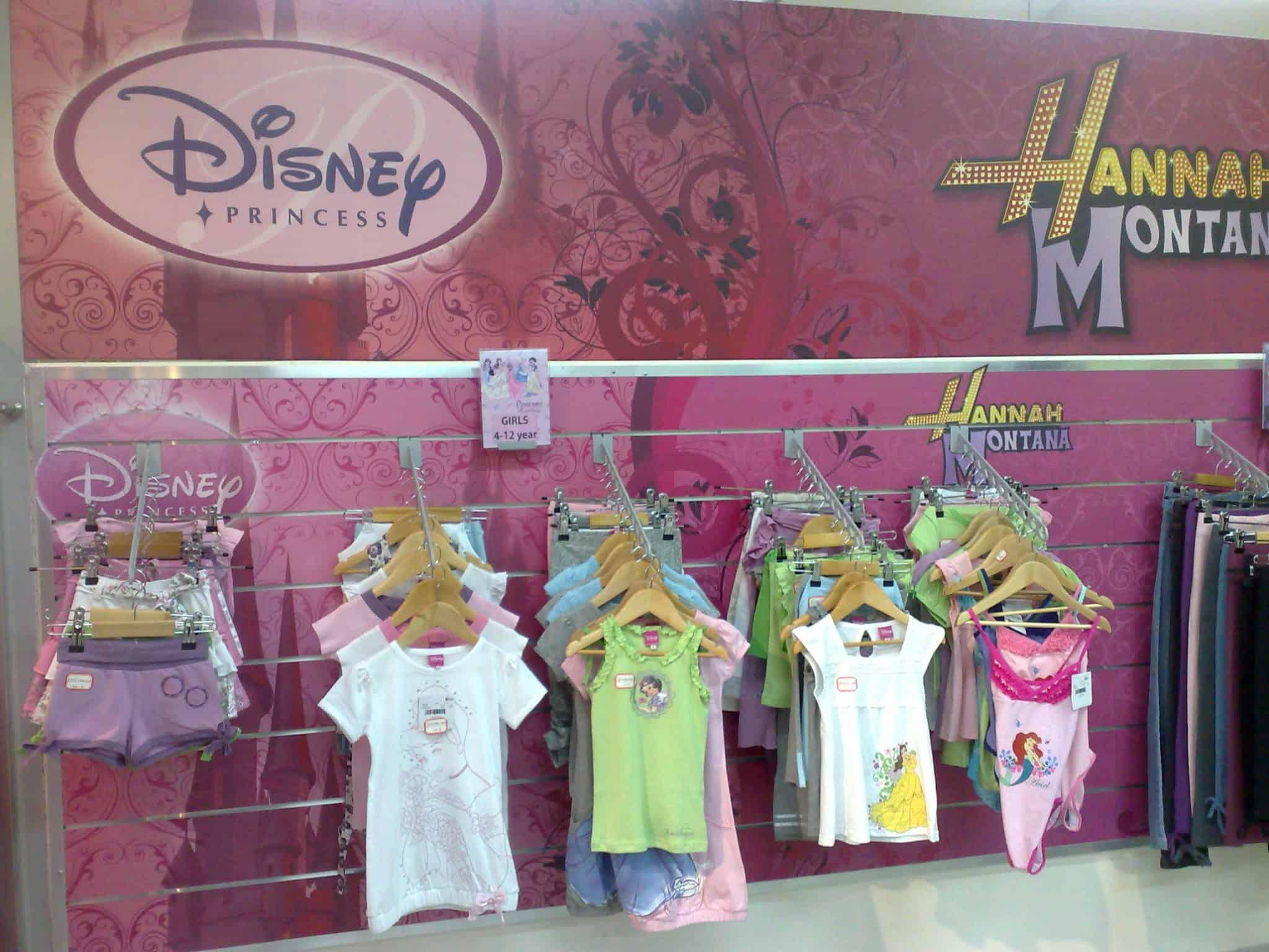 סטנדים לחנויות בגדי ילדים